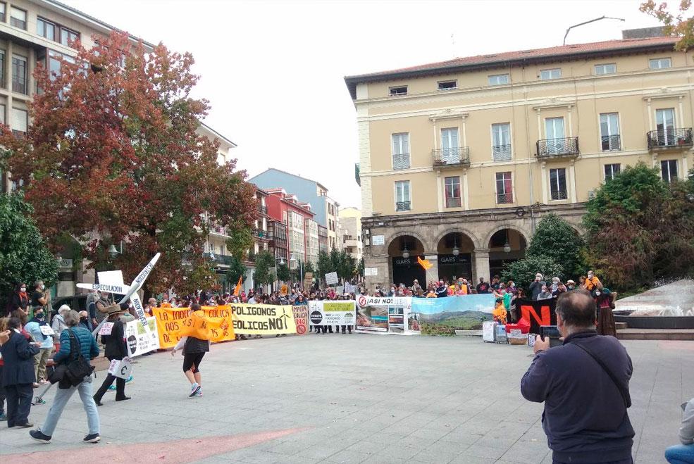 Manifestación en contra de los polígonos eólicos y fotovoltaícos