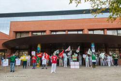 Concentraciones frente a los hospitales de Cantabria por la situación de la sanidad pública